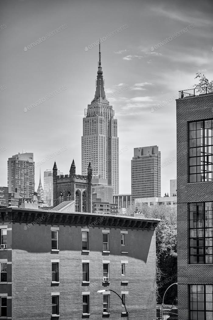 Skyline von New York City mit Empire State Building.