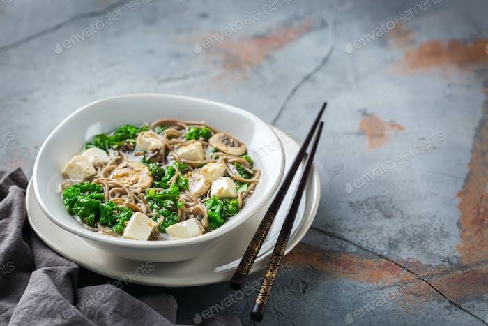 Buchweizen-Soba-Nudelsuppe Zutaten für asiatisches chinesisches japanisches Essen