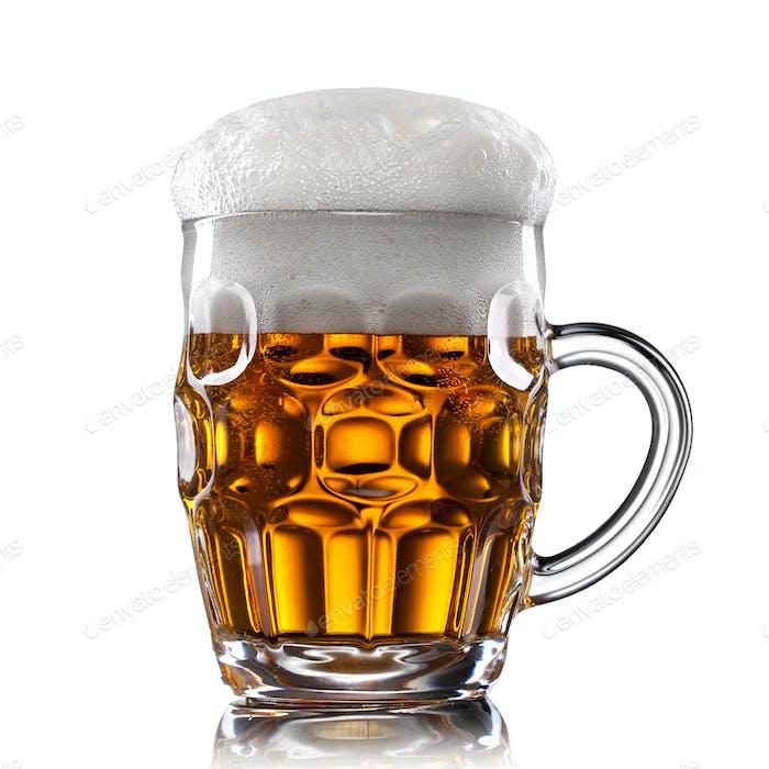Bier in Glas isoliert auf weiß