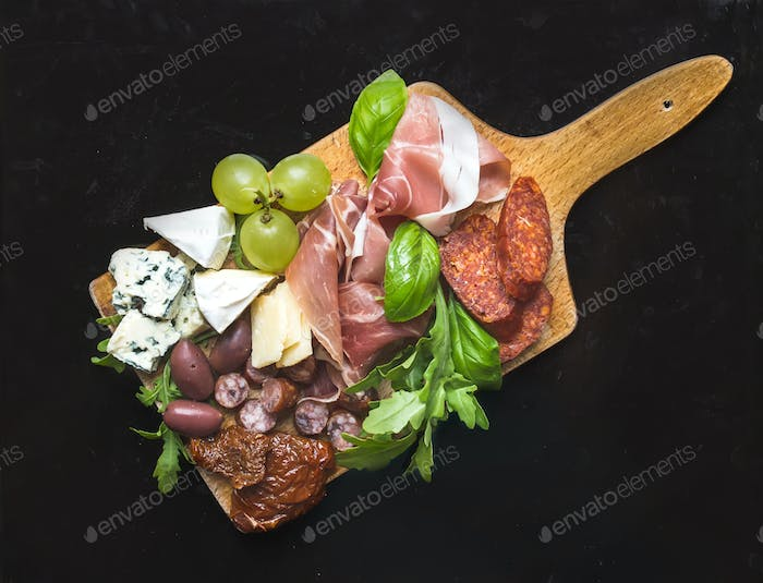 Wine set consisting of smoked meat, sausages, cheese, grapes, ch