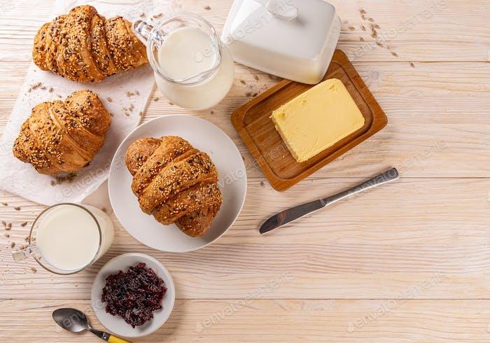 Draufsicht auf Mehrkorncroissants