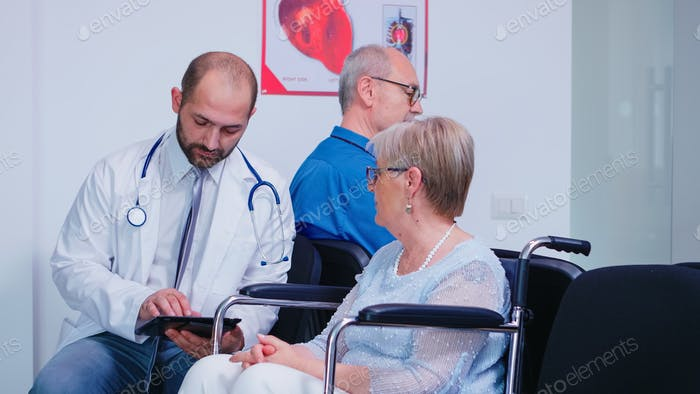Doctor discussing diagnosis and recovery treatment