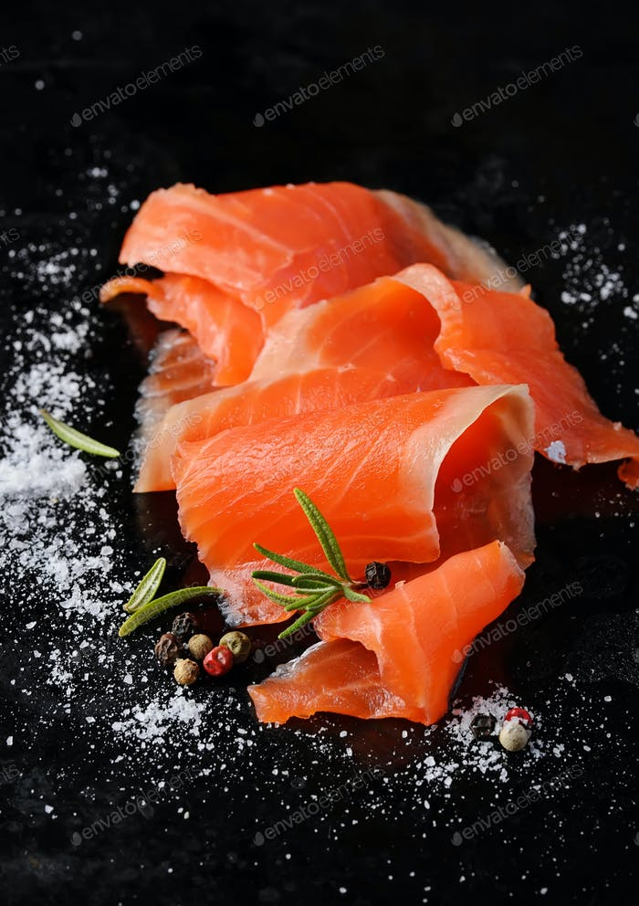 Salted salmon with rosemary and pepper