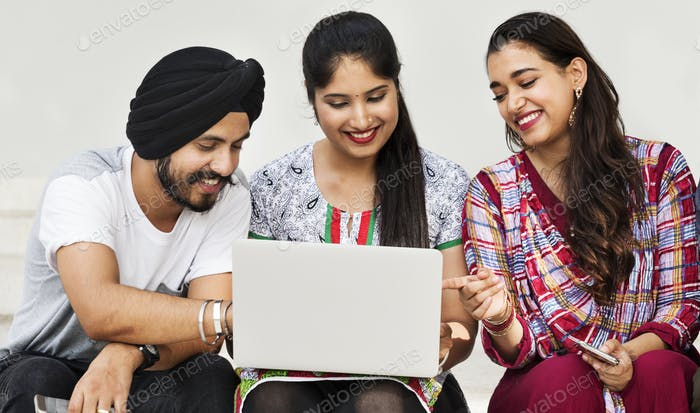 Amigos Hangout Tecnología Gadgets Concepto