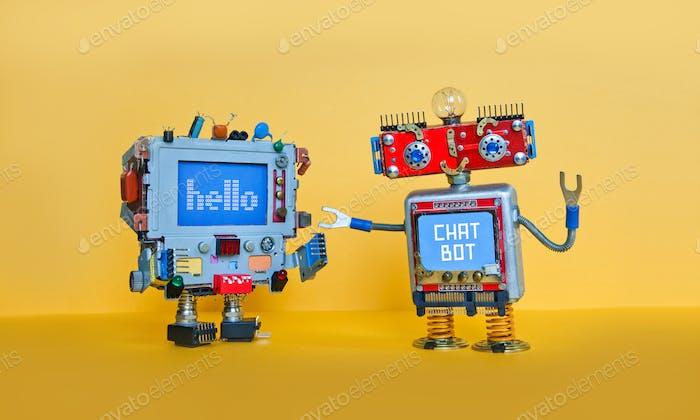 Chat Bot Roboter begrüßt Android Roboter Charakter. Kreatives Design Spielzeug auf gelbem Hintergrund