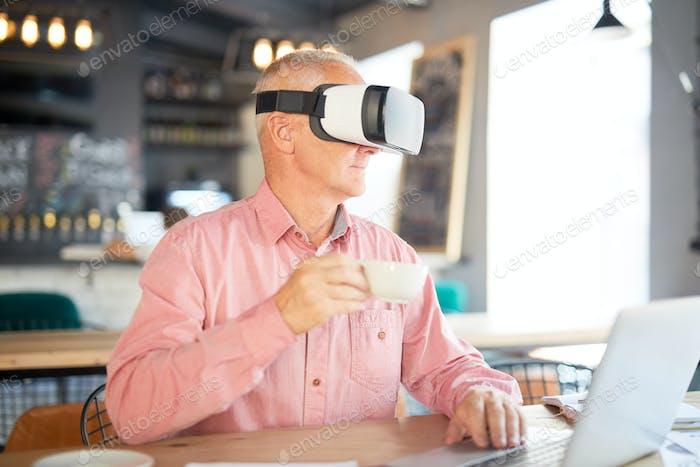 Virtuelle und reale Arbeit