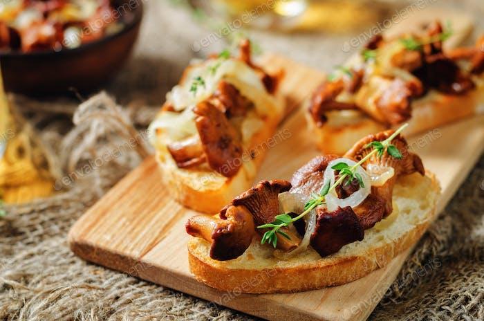 Fried chantarelle onion toasts
