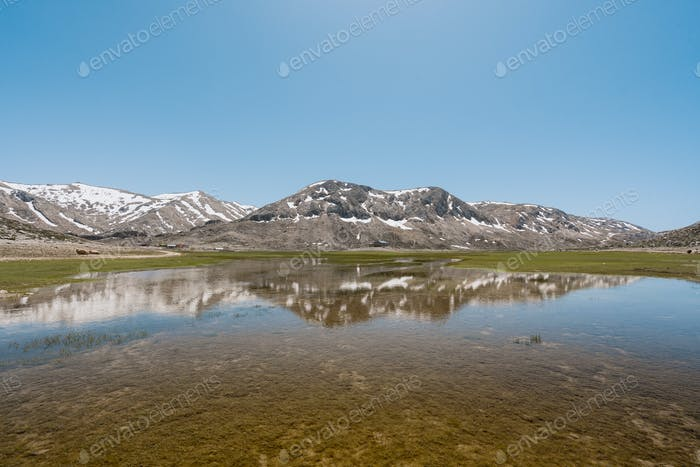 Mountains reflection into the lake water