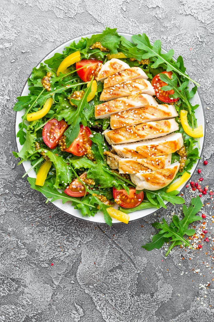 Chicken fillet with fresh vegetable salad