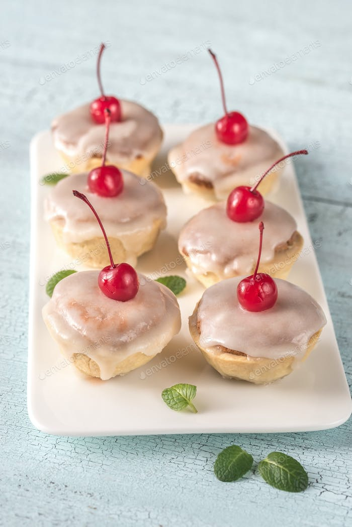 Bakewell tarts with cherry