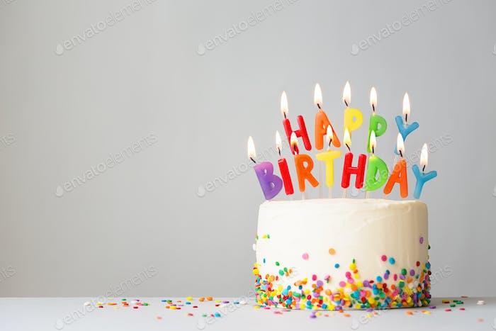 Geburtstagstorte mit bunten Kerzen