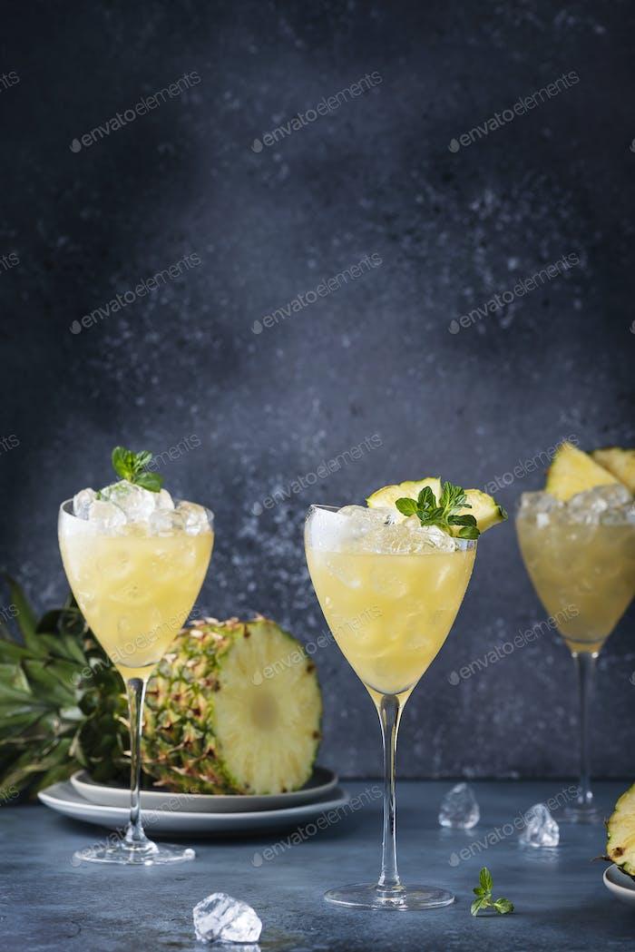 Cocktail mit Ananas