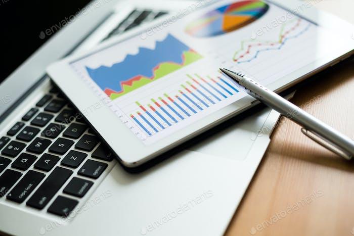 Tablet PC y gráficos financieros