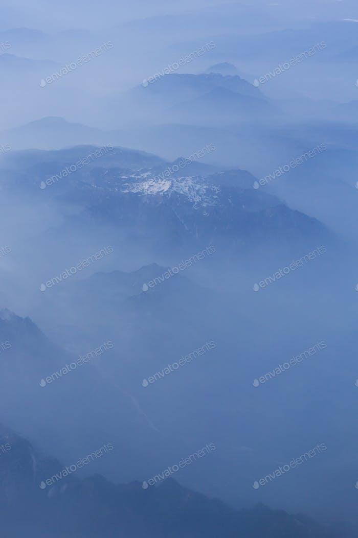 Vista mística sobre los Dolomitas