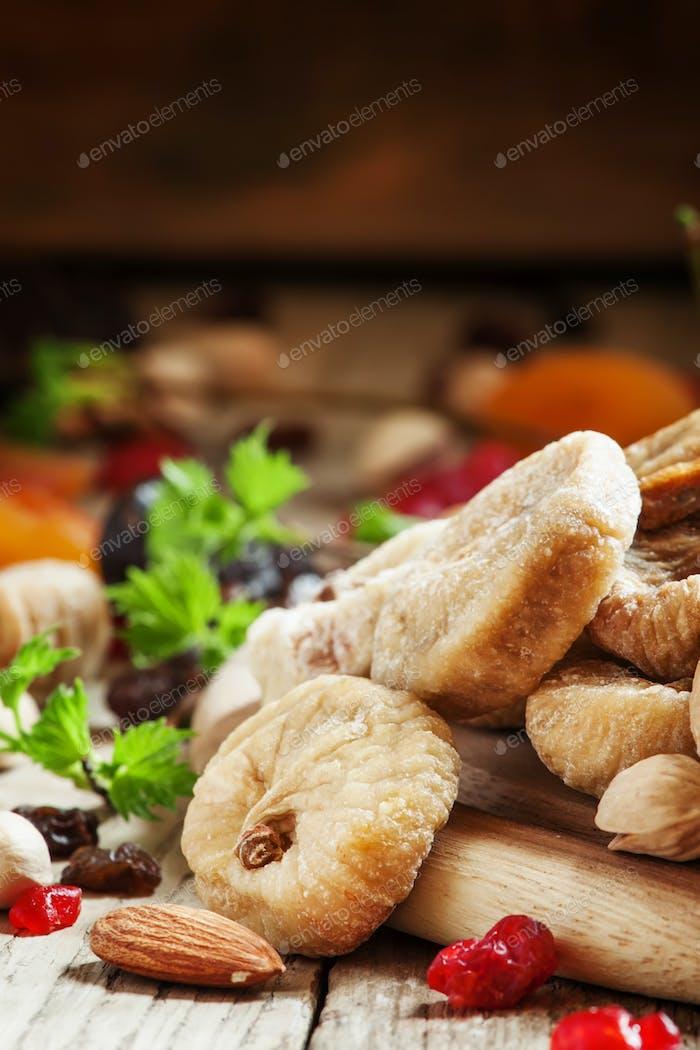 Köstliche getrocknete Feigen und Trockenfrüchte und Nussmischung