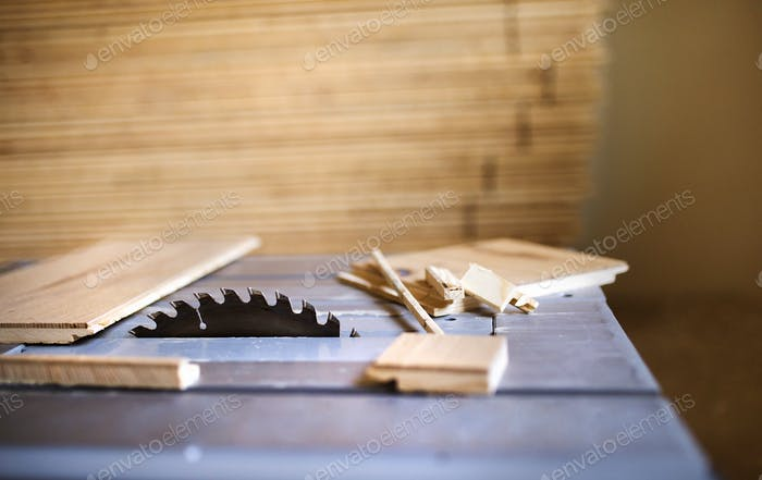 Plywood on circular saw