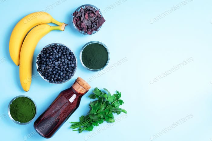 Heavy metals detox smoothie. Blueberries, bilberry, barley grass juice extract, spirulina powder