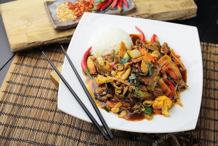 Pork with vegetables in Chinese sauce