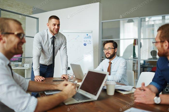 Diskutieren von Geschäftsprojekten