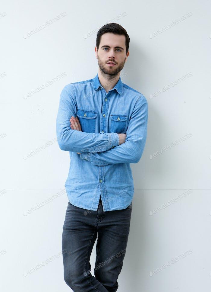 Porträt eines gut aussehenden Mannes