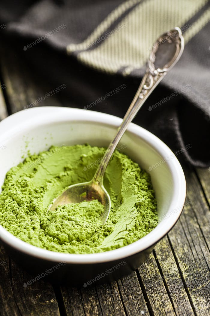 Grünes Matcha-Tee-Pulver