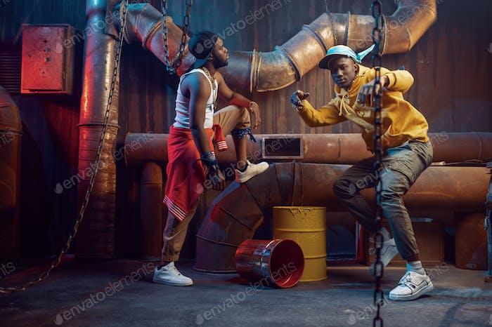 Ernsthafte Rapper, Breakdance im Studio auftreten