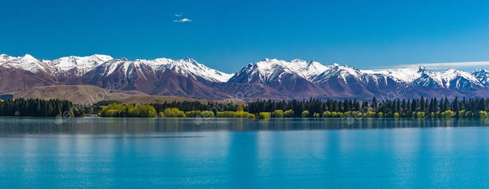 Lake Ruataniwha, New Zealand, South Island, trees and mountains,