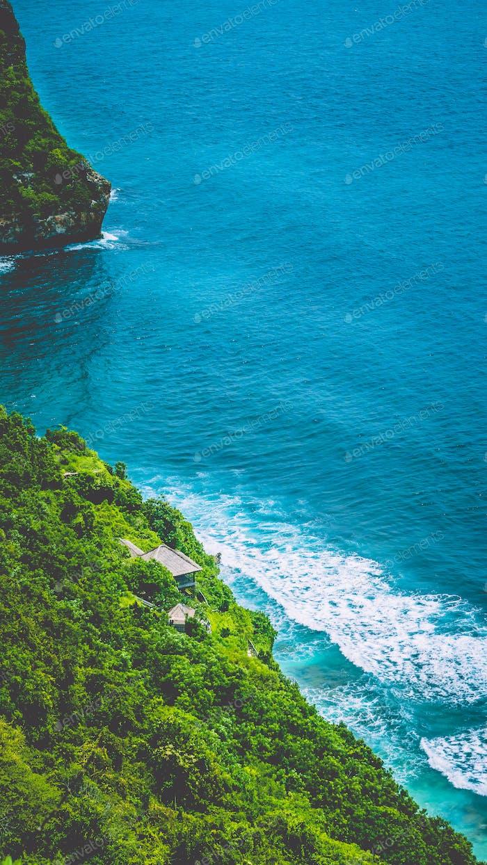 Stunning coastline on Nunggalan Beach, Uluwatu