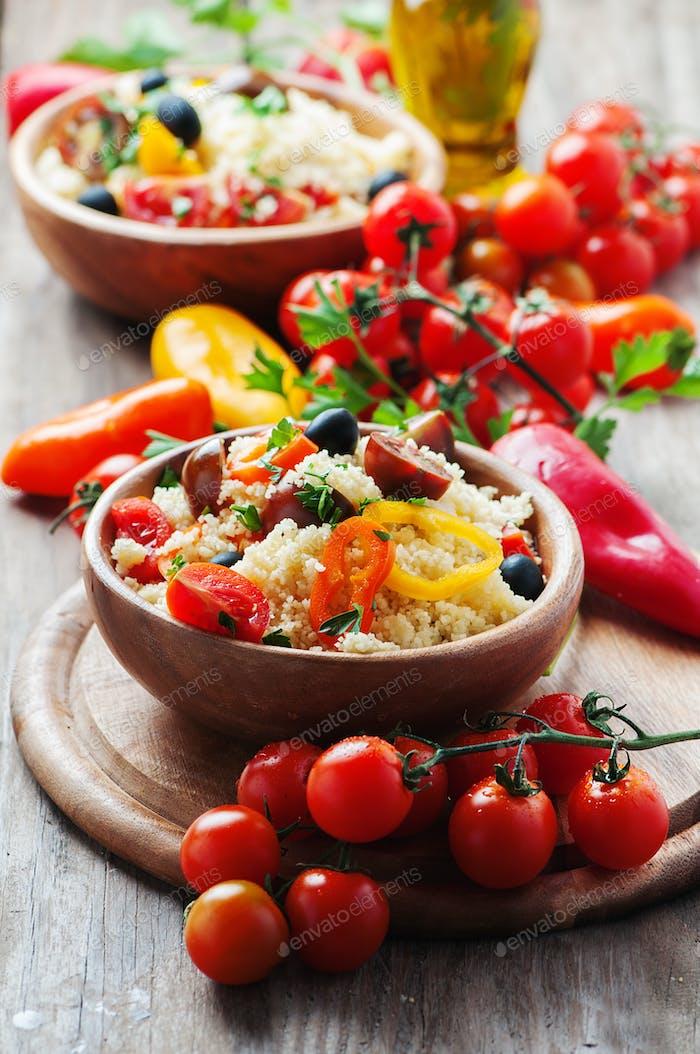 Couscous mit Gemüse und Oliven
