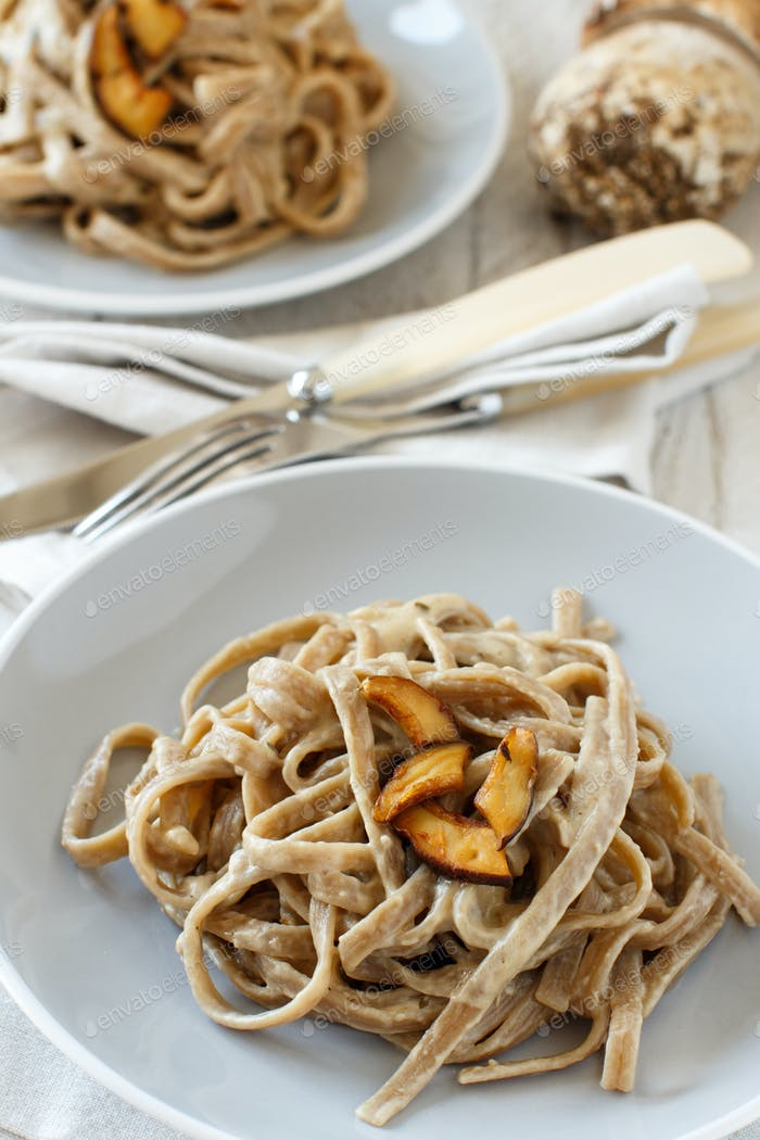 Whole wheat tagliolini with mushrooms Porcini