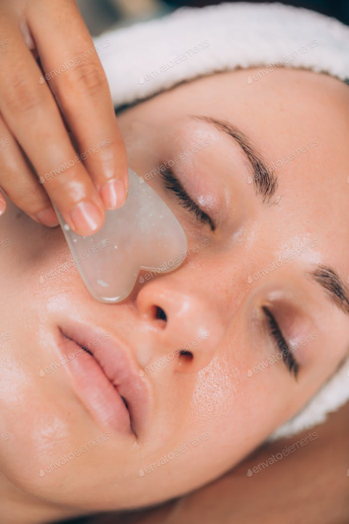 Guasha Jade Face Sculpting Massage