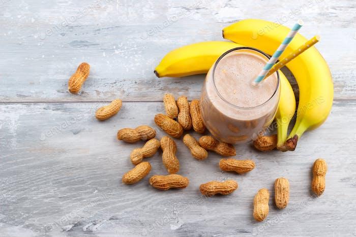 Erdnuss-Butte Banane Hafer-Smoothie