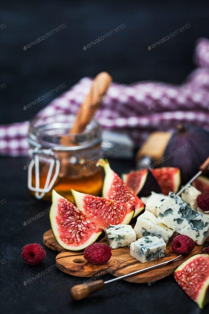 Blue cheese, fresh figs, raspberries and honey