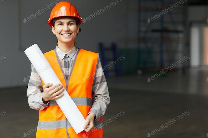 Junger Architekt auf der Baustelle