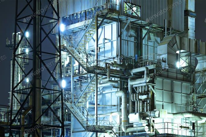 Complejo industrial de noche