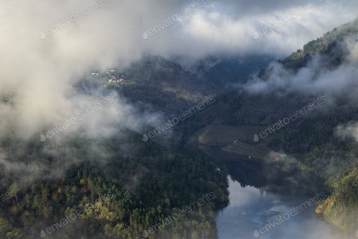 Morning mists between the slopes of the Ribeira Sacra