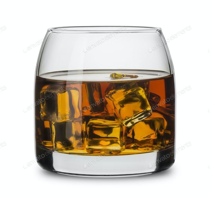 Glas Scotch Whisky mit Eiswürfeln