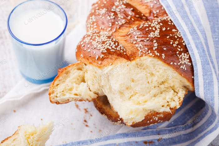 Challah Brot mit Sesam. Gebäck.Brot
