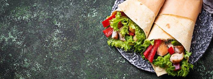 Tortilla Wraps mit Hähnchenfilet und Gemüse
