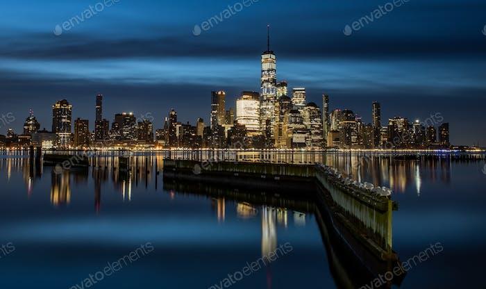 Skyline de la ciudad de Nueva York al amanecer