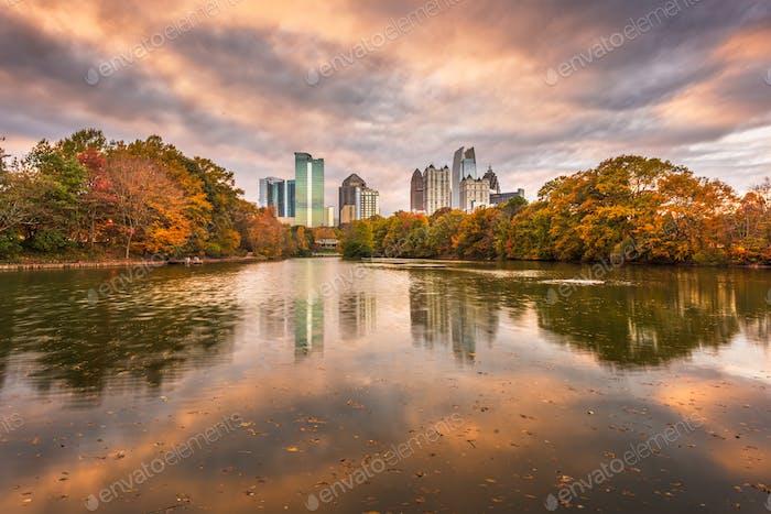 Atlanta, Georgia, USA Piedmont Park Skyline im Herbst