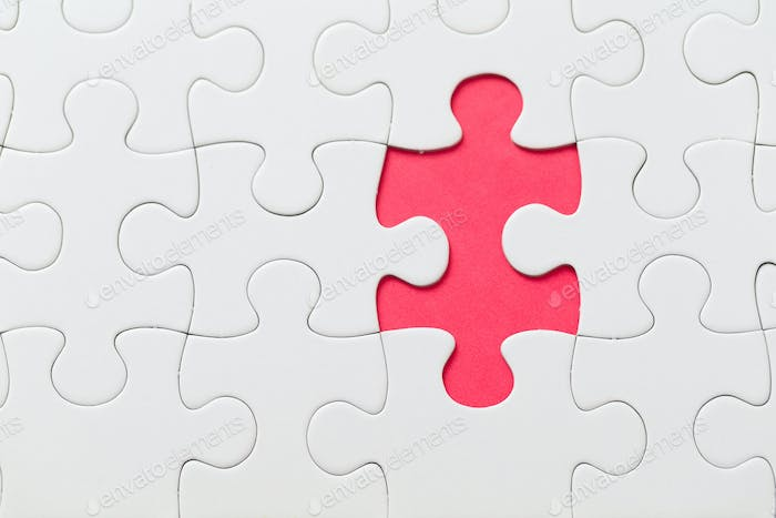 Puzzle mit fehlenden Stück in roter Farbe