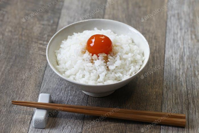 Sojasauce mariniertes Eigelb auf Reis, japanisches Frühstück