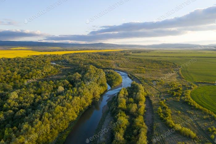 LuftDrohne Foto durch majestätischen Fluss Dnister