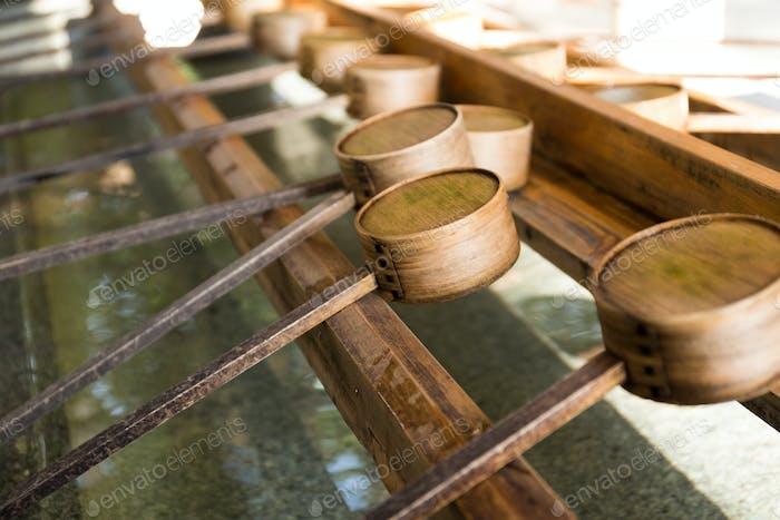 Japanische Bambuskelle im japanischen Tempel