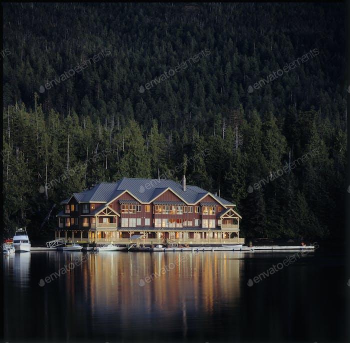 49320,Lakeside Lodge