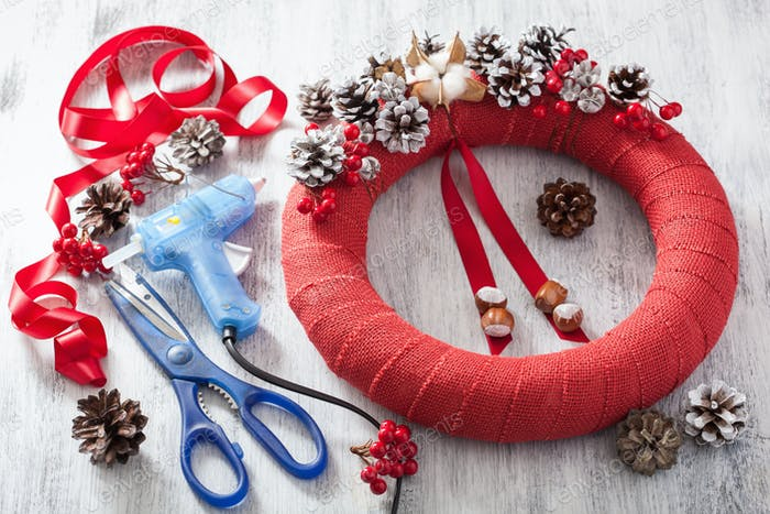 making red christmas wreath diy handmade
