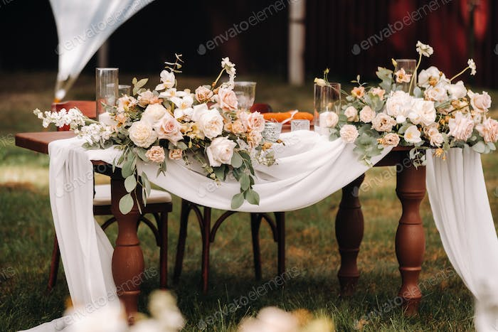 wedding table decoration with flowers on the table, dinner table decor