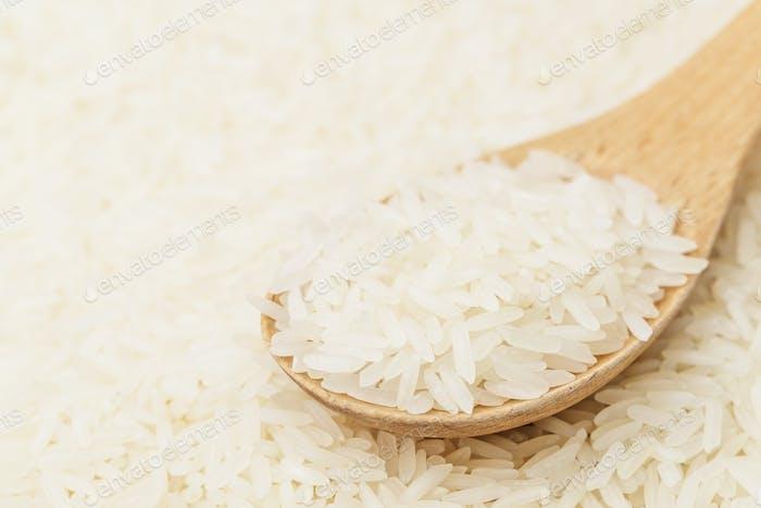 Weißer Reis auf Teelöffel