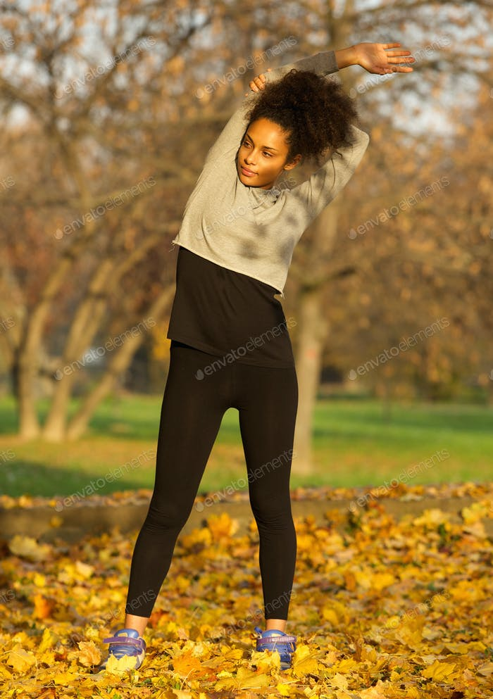 African American Frau Stretching Muskeln Übung Workout